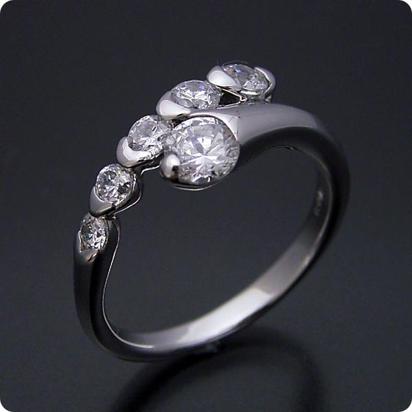 【婚約指輪】エンゲージリング【0.3ct】一粒【0.3カラット】ダイヤモンド【ブライダルジュエリー】プラチナ【結婚指輪】マリッジリング【美しく豪華な婚約指輪】Fカラー・VS1クラス・Goodカット【宝石鑑定書付き】