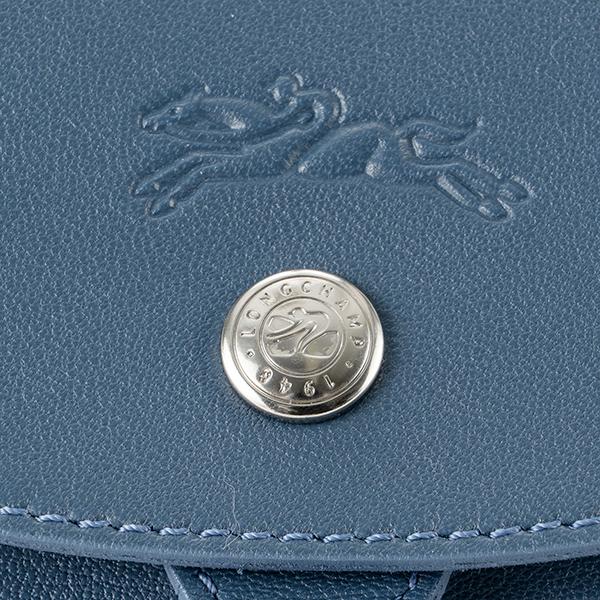 b089b7709a48 滑らかな質感のレザーを使用した「ル・プリアージュ キュイール」ラインのバックパック。ワントーンで仕上げたシンプルなデザインに巾着タイプのころんとしたフォルム  ...