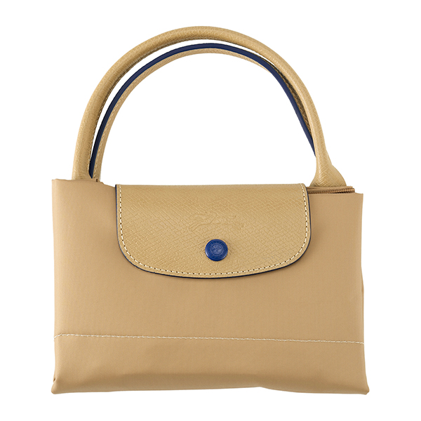 b06a00e955a7 20年以上愛され続けている「ル・プリアージュ」ラインのトップハンドルバッグ。耐久性と軽さに定評のあるナイロン素材を使用、ハンドルやフラップ部にレザーを  ...
