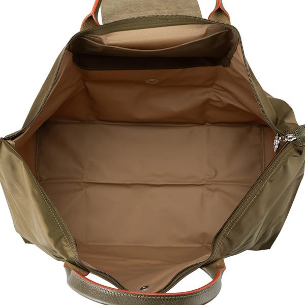 2a1983aeca1f 20年以上愛され続けている「ル・プリアージュ」ラインのトラベルバッグ。耐久性と軽さに定評のあるナイロン素材を使用、フロントに刺繍されたロゴやスナップボタンと  ...