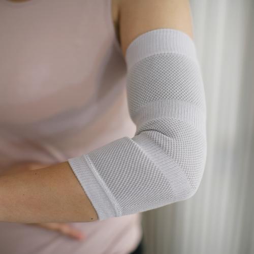 肘の辛い痛みを優しく温めてサポート セール特価 薄いためシャツを着ても違和感がありません BSファイン 肘サポーター BSFINE 片腕分 公式 激安セール 着る岩盤浴