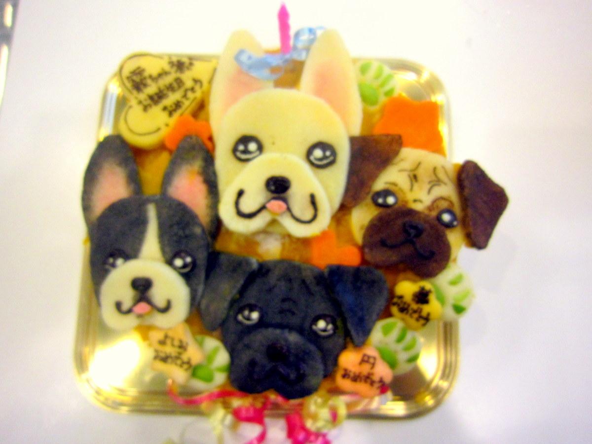 お誕生日 出産 ご褒美 お祝いに 愛犬そっくりな似顔絵 犬用ケーキをお作りします 似顔絵ケーキ 18cm顔4個 お誕生日ケーキ ワンコケーキ 犬用ケーキ 犬の誕生日 上質 犬のおやつ 犬ケーキ 売買 手作り 似顔絵 バースデーケーキ 大きいケーキ 犬のお祝い インスタ映え 犬のプレゼント 12 20~24日のお届け不可 ペット プレゼント