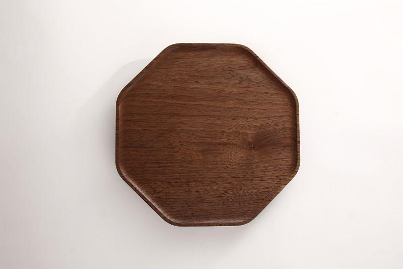 カクドシリーズの八角形のお皿 フチがあるのでパンくずが落ちません 期間限定送料無料 お盆としても使えます 好評 kakudo Plate 大治将典 S ウォールナット 高橋工芸