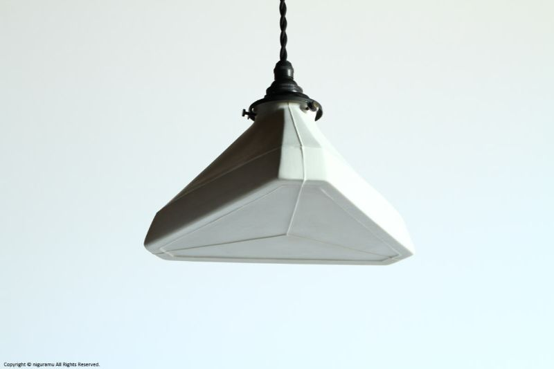 ランプシェード Triangle L, Odd line #3 (close) / ホワイト (シェードのみ/灯具別売り)【代引き不可】【飛松灯器(旧:飛松陶器)】