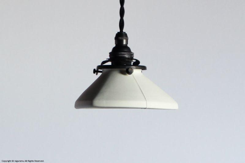 ランプシェード Triangle S, Odd line #3 (open) / ホワイト (シェードのみ/灯具別売り)【代引き不可】【飛松灯器(旧:飛松陶器)】