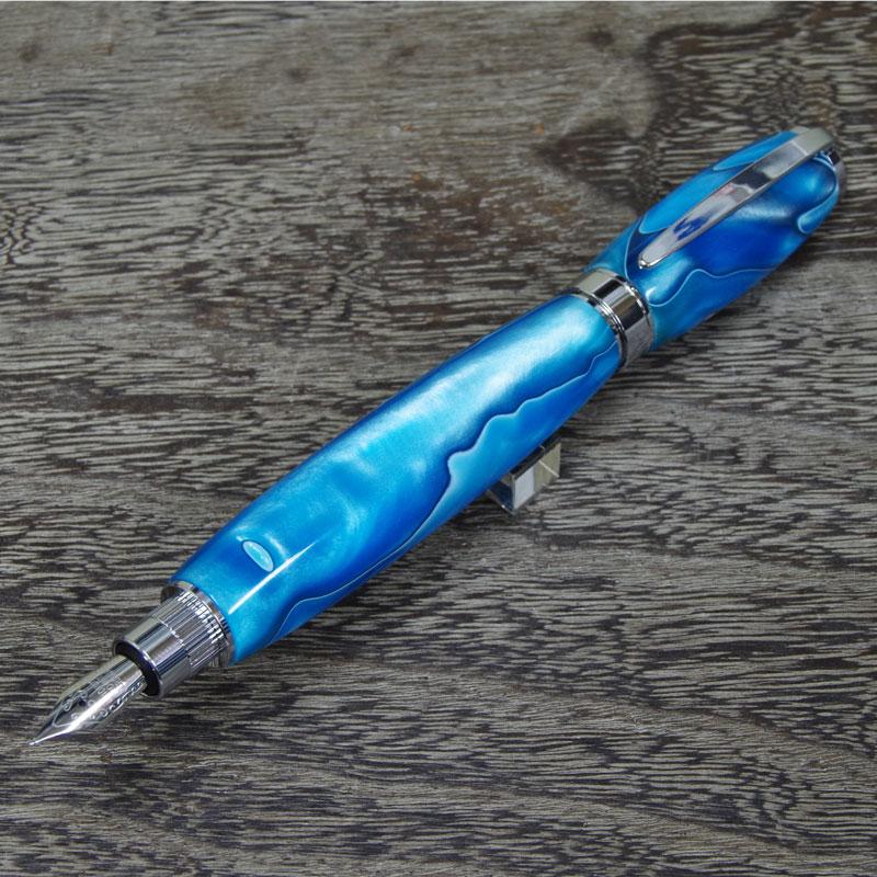 大理石のような美しさを込めたマーブル模様の万年筆 竹内靖貴 万年筆 マーブル ブルー