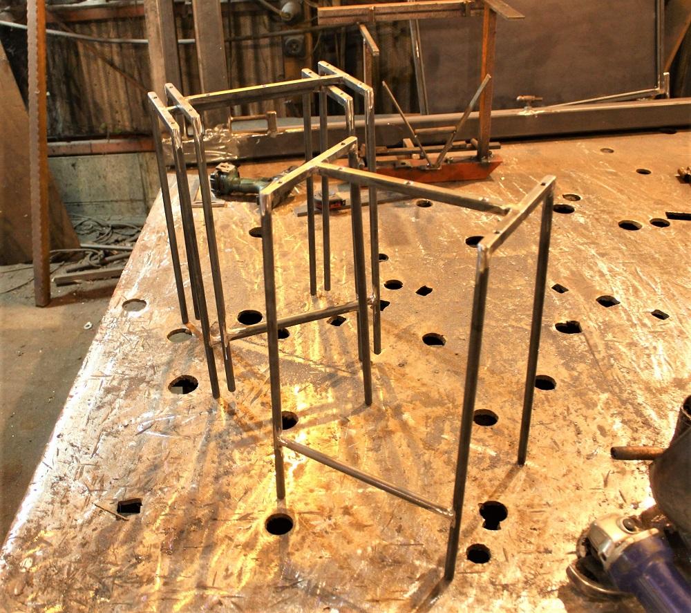 DIY椅子脚制作用 DIY スツール脚のみ4台セット アイアン ※アイアンの鉄脚のみ※未塗装※ 全品送料無料 家具 保障 ゴムキャップ付き オーダー寸法製作の場合:1ヶ月程度 ※木の板は付属しませんアイアン 送料込み