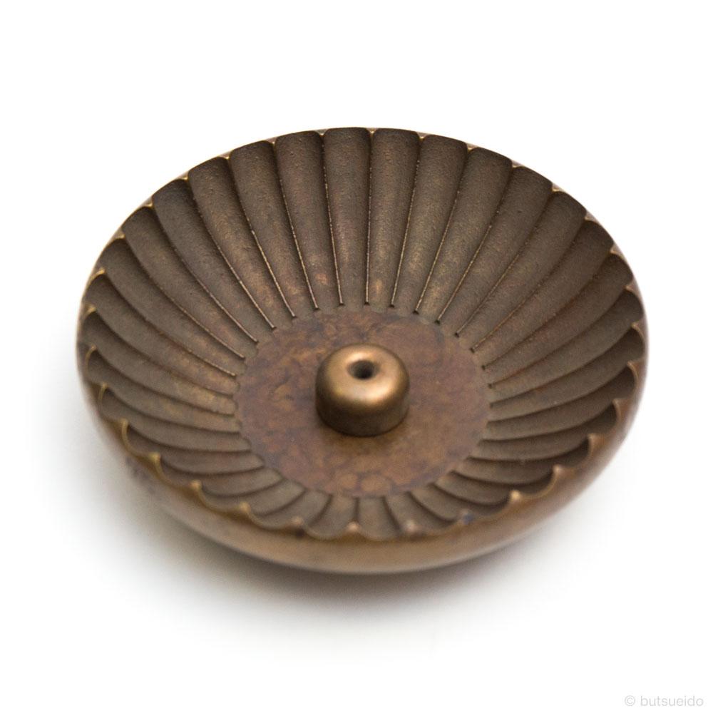 仏具・真鍮具足 奏音 菊割香皿(金茶)