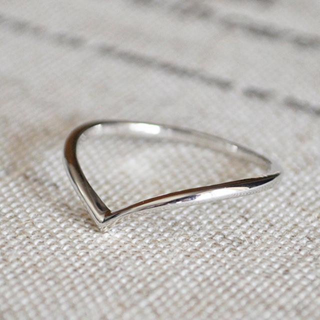 プラチナ リング シンプル Vライン 指輪 レディース pt900 リング 細い 細身 華奢 シンプル 地金リング 人気 V字