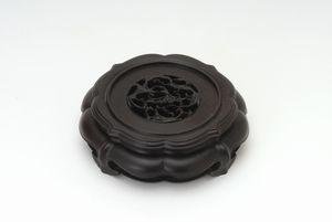 紫檀と精巧な彫刻のベストマッチ茶壺紫檀飾り台6