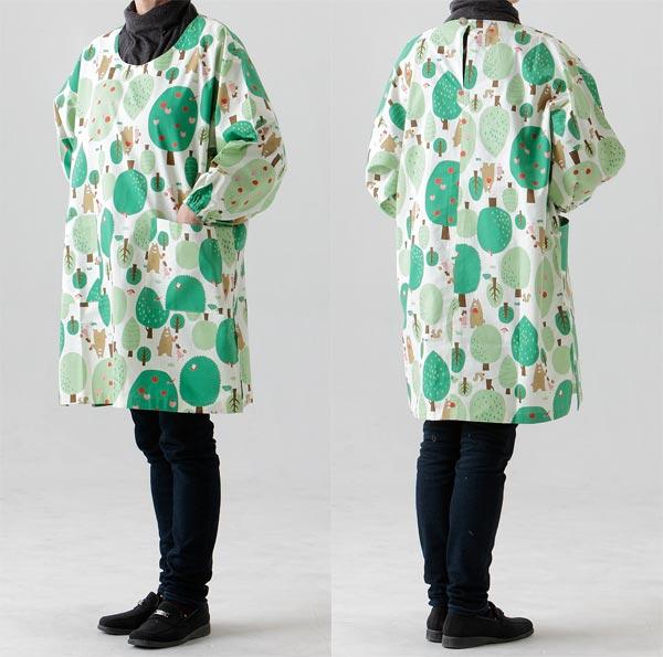 お母さんやおばあちゃんへのプレゼントに たっぷり 市販 プレゼント 割烹着かっぽう着フリーサイズ角スリットタイプ415生成り森のくまさん生地も縫製も日本製 ゆったりかっぽう着
