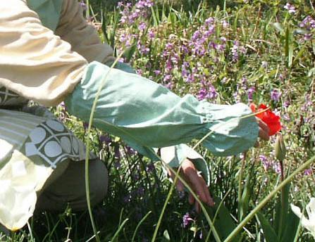 手の甲までを 信用 送料無料お手入れ要らず ひざしから守るアームカバー農作業時にもおすすめ グリーンのギンガムチェック0002