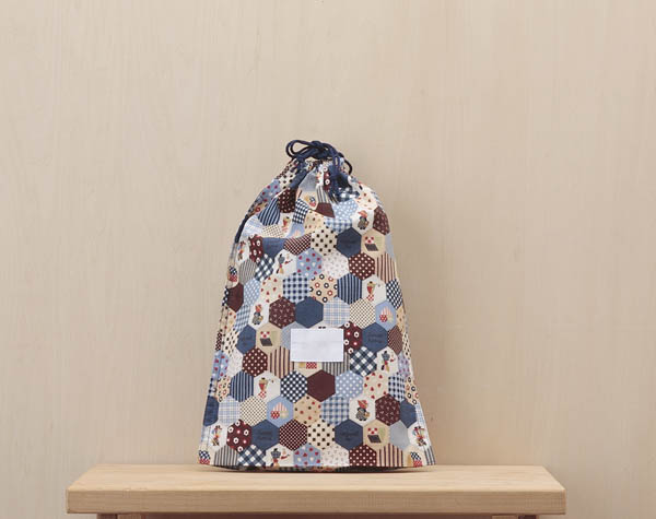氏名票 名札 男女兼用 が縫い付けてあるはし袋 L入園 氏名票つきはし袋 Lサイズランチョンマットとはし箱がいっしょに入れられます250紺ボンネット 入学の用意は名前を書き入れるだけ スー トラスト