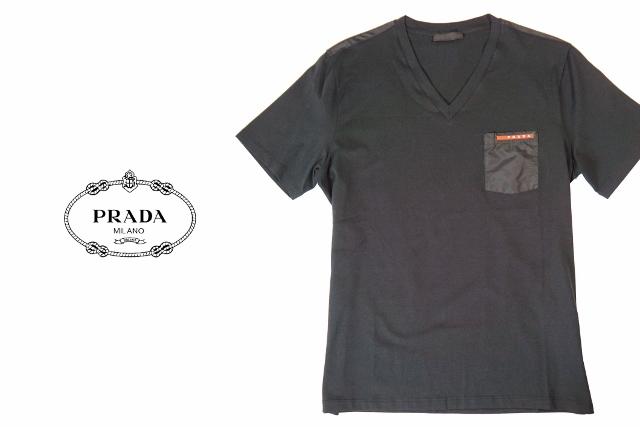 C242.. PRADA プラダ Tシャツ ブラック Vネック 赤ロゴ A-1V ▼S M L