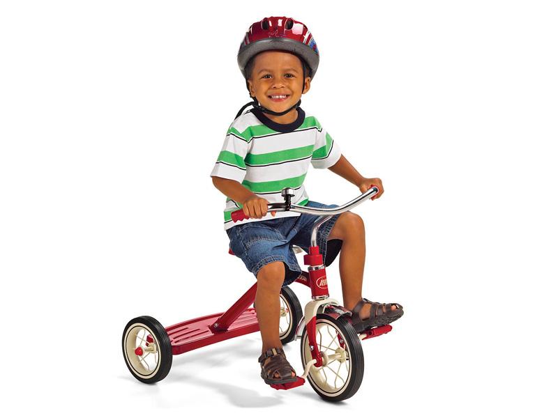 Radio Flyer ラジオフライヤー クラシック トライサイクル ラジオフライヤークラシック三輪車は、遊び心と耐久性の両方を提供します。 見た目はオシャレなクラシックスタイルの三輪車で、ハンドルとフェンダーはクロームです。