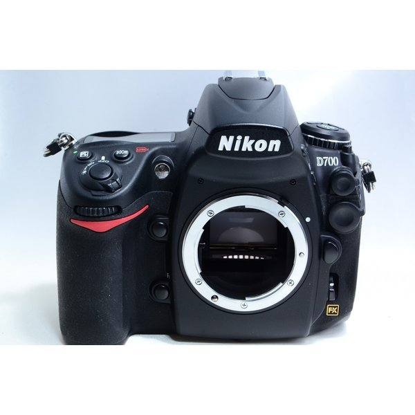 THE 5大特典 プレゼント対象品 8 31まで 人気ブランド多数対象 入手困難 ニコン D700 ボディ Nikon ストラップ付き 美品