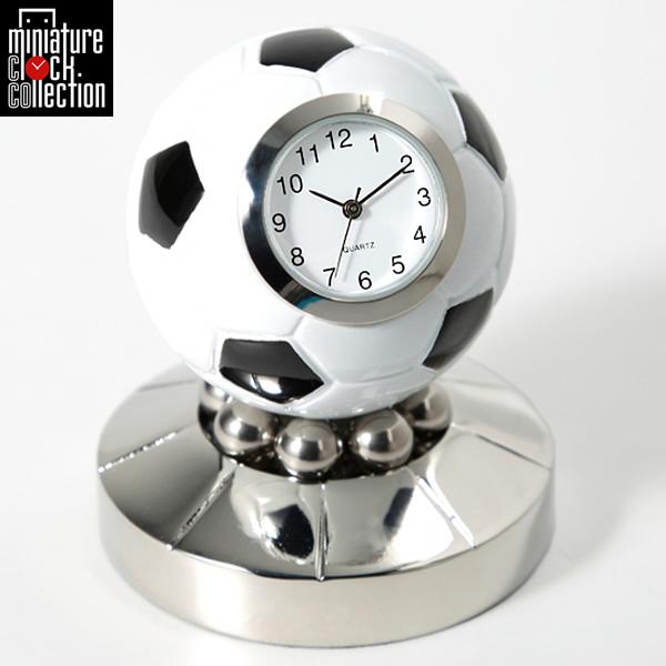 最大1000円OFFクーポン ミニチュア クロック 置時計 サッカーボール型 おしゃれ 小さい アナログ 卓上 インテリア デザイン かわいい 雑貨 C3583 父の日 ギフト