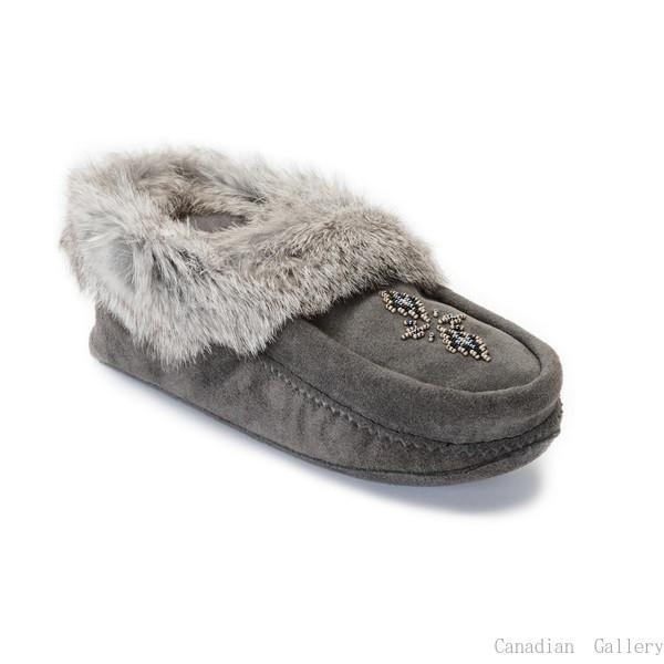 マニトバムックルック モカシン カラー:チャコール カナダの暖か室内スリッパ