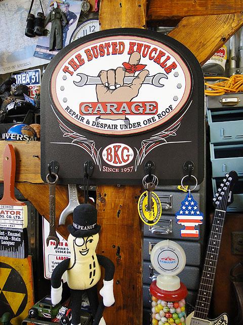 バステッドナックルガレージのキーラック