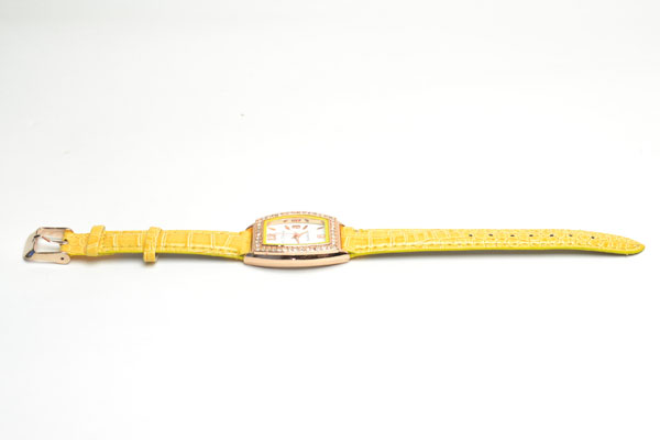 腕時計 電池式クォーツ スクエア 皮ベルト お洒落 ゴールドカラー からしベルト 3ヶ月保証つき ストーン f-kt55