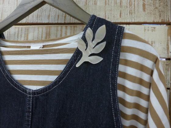 蔵 再入荷 グリン grin正規販売店 grin 木の葉ブローチ 期間限定特別価格 シェル 8174a-010