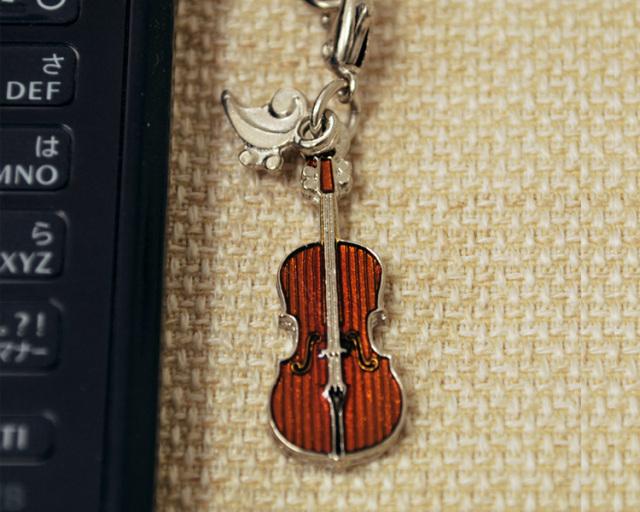 最新号掲載アイテム ミニチュア楽器 携帯ストラップシリーズ お取り寄せ商品です チェロ 弦楽器 携帯ストラップ-音楽雑貨 携帯ストラップ 使い勝手の良い