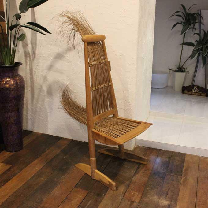 藁とチークで作った チェア オブジェになる椅子 H154×W54