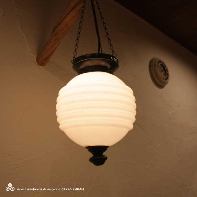 ガラスの吊り下げランプ 天井ライト 照明 ホワイト H35cm