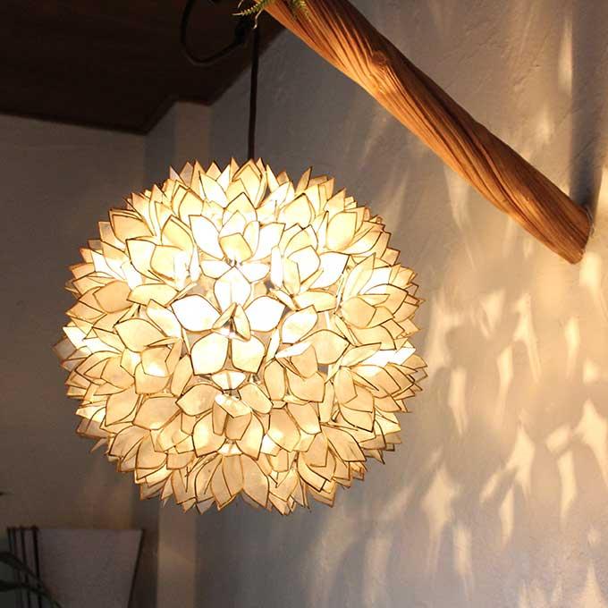 フラワー型 シェル ペンダントライト 天井 照明 ホワイト H38cm