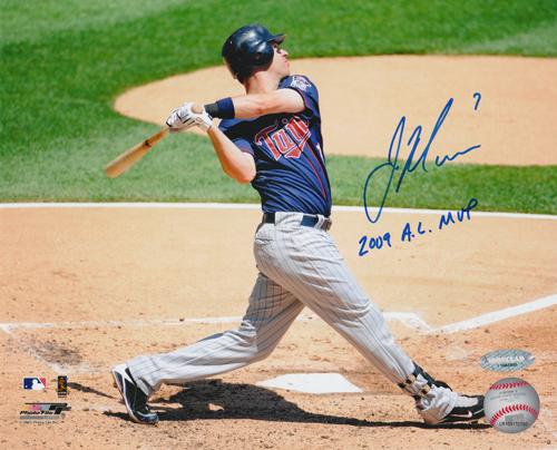 ジョー・マウアー 直筆サインフォト 8x10 (Swing) 「2009 AL MVP」 インスクリプション入り / Joe Mauer