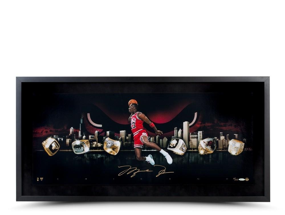 マイケル・ジョーダン 直筆サイン入りシティ・オブ・リングフォト額装 Michael Jordan Autographed City Of Rings Photo 1/15再入荷