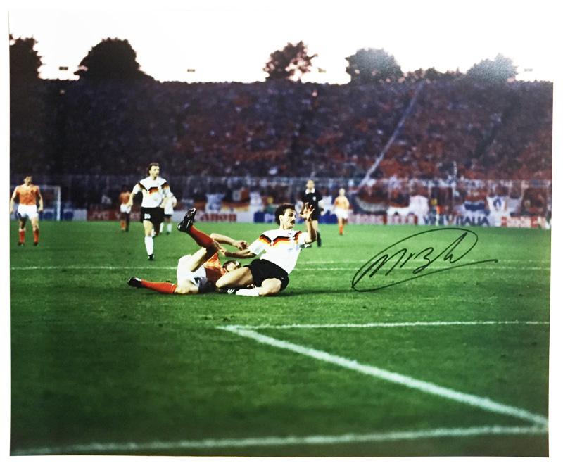 マルコ・ファン・バステン 直筆サイン入りフォト オランダ VS 西ドイツ (Marco van Basten Signed Photo: Netherlands Versus Germany) 9/25入荷!
