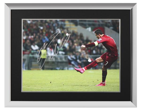 クリスティアーノ・ロナウド 直筆サインフォト ポルトガル代表 フリーキックマスター 額入り Cristiano Ronaldo Signed Portugal Photo: Free-Kick Master 6/15入荷!サイズ大