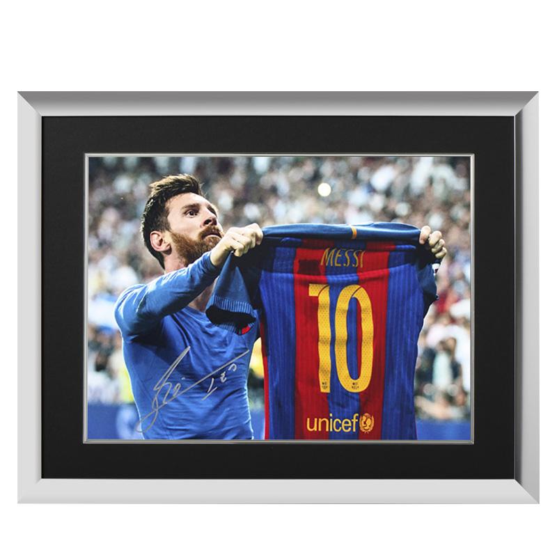 リオネル・メッシ 直筆サインフォト FC バルセロナ クラシコ セレブレーション 額装 (Lionel Messi Official Silver Signed Barcelona Photo: Iconic Clasico Celebration)