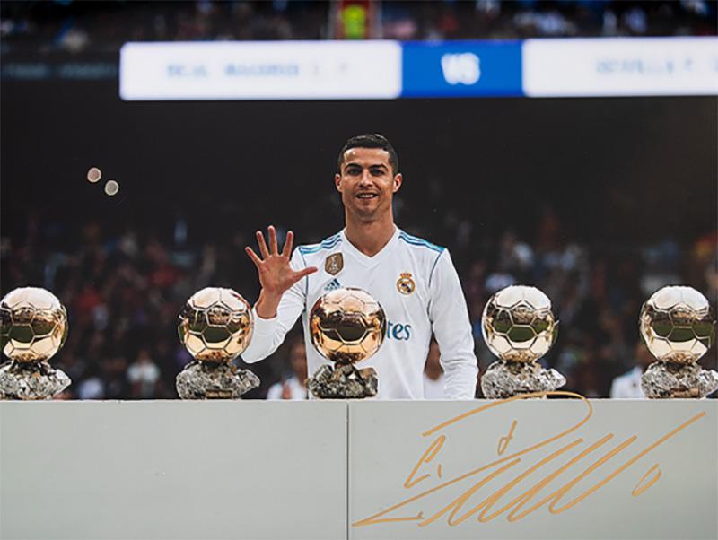 クリスティアーノ・ロナウド レアル・マドリード バロンドール5回受賞 直筆サインフォト Signed Real Madrid Photo: Five-Time Ballon d'Or Winner / Cristiano Ronaldo 6/1入荷!