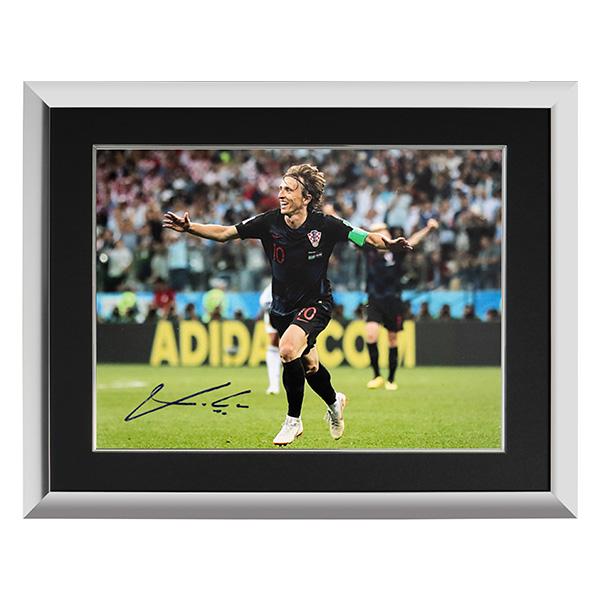 ルカ・モドリッチ 直筆サインフォト 額装 クロアチア代表 2018 FIFA ワールドカップ ゴール vs アルゼンチン (Luka Modric Signed Croatia Photo: 2018 FIFA World Cup Goal vs Argentina) 3/12入荷