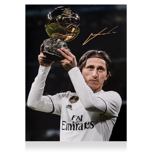 ルカ・モドリッチ 直筆サインフォト レアル・マドリード バロンドール ウィナー (Luka Modric Signed Real Madrid Photo: Ballon d'Or Winner) 2/14入荷!