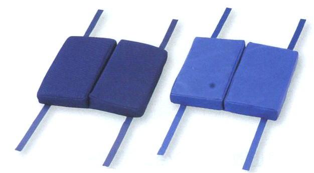 【車いす クッション】車椅子用折り畳みクッション【車椅子 折り畳み 高性能 高機能 低反発 通気性 長時間 疲れにくい レザー 医療 看護 介護 介護用】