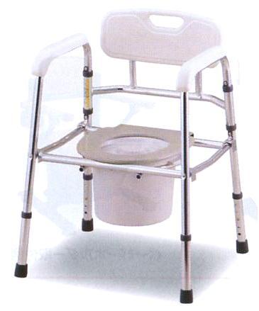 便器椅子 折りたたみ式 パイプの直径28mmのしっかりした構造でかつ軽量です ふたと便座は取り外してベッドパンウオッシャー(90℃)でも消毒ができます