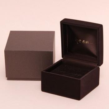 送料無料me onまっすぐに流れるダイヤの輝き 14金 K14 ゴールドの上品なゆらめきが豪華な10個の天然ダイヤモンドピアス PlKJF1uTc3