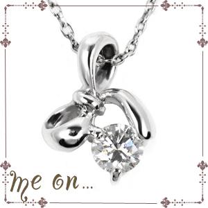 【送料無料】【me on...】プチリボンと一緒に。小さな天然ダイヤモンドのガーリーなペンダント◆K10ホワイトゴールド(WG)・天然ダイヤモンド・プチリボンチャームネックレス【n】