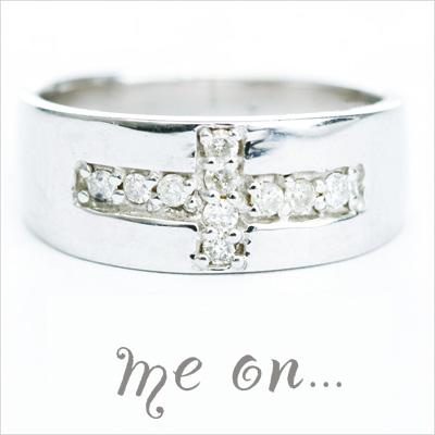 【送料無料】【me on...】10連の天然ダイヤモンドが輝く【Twilight cross】K10ホワイトゴールド×クロスデザイン天然ダイヤモンドリング【発送目安:2~3週間】【r】