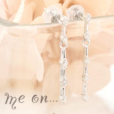 送料無料me onまっすぐに流れるダイヤの輝き 14金 K14 ゴールドの上品なゆらめきが豪華な10個の天然ダイヤモンドピアス Pm0wONvn8
