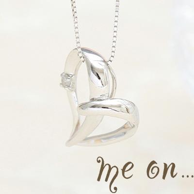 【送料無料】【me on...】しなやかで柔らかく、躍動的◆10金(K10)ホワイトゴールド・オープンハート・天然ダイヤモンド(0.01ct)ネックレス【n】