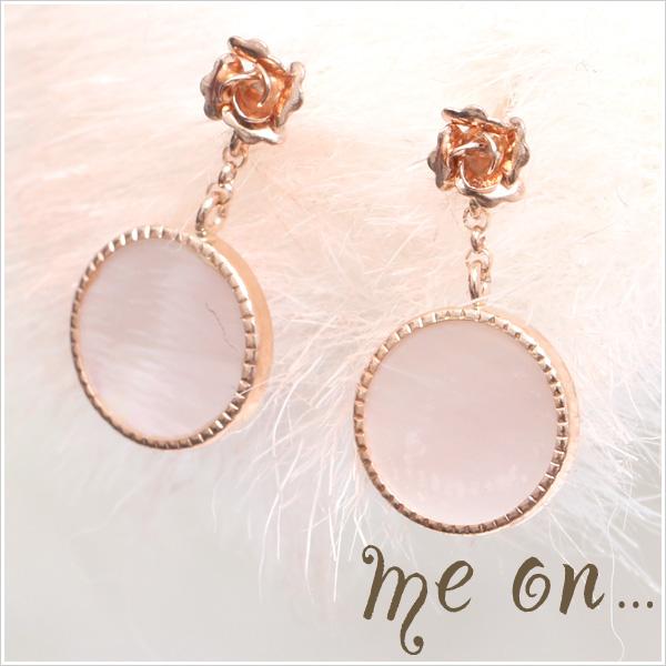 【me on...】K10ピンクゴールド・薔薇モチーフ&ピンクシェルプレート・ピアス【発送目安:2~3週間】【P】