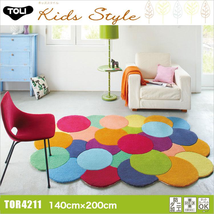 東リ ラグ TOR3848 140cm×200cmポップな色味の円が重なった変形ラグ ポップな色味の円が重なった変形ラグ。カットとループ両方の質感を楽しめます。