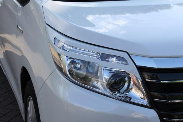 NSスタイル アイライン左右セットノア・ノアハイブリッド ZRR80W,80G,85W,80G,ZWR80G LED・ハロゲン共通 H26.1~純正カラー塗装済み