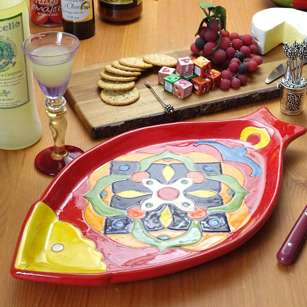 南イタリア レッチェ お魚型 幾何学柄 トレー フィッシュ 絵皿 30x20cm アクア 赤 皿 食器 素焼き テラコッタ 陶器製 中皿 art-172