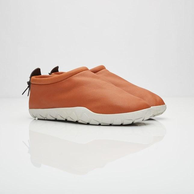 【代金引換不可】 送料無料 men's メンズ 店舗限定 Nike Air Moc Bomber Cognac/Light Bone-Velvet Brown 862439-200 ナイキ エアモック ボンバー ブラウン ストリート 人気 おしゃれ かわいい スニーカー シューズ 靴 ファッション