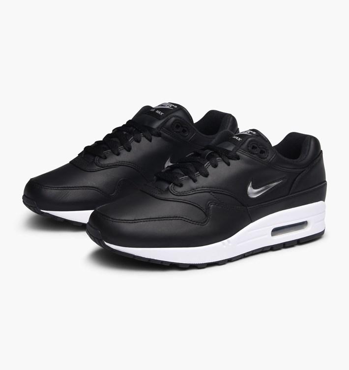 Men's シルバー Max シューズ 靴 Black 918354-001 White Nike エアマックス スニーカー 1 Metallic Premium 人気 1 Silver マックス おしゃれ 店舗限定 エア ナイキ 1 ジュエル Air Sportswear ホワイト ブラック SC メンズ 送料無料